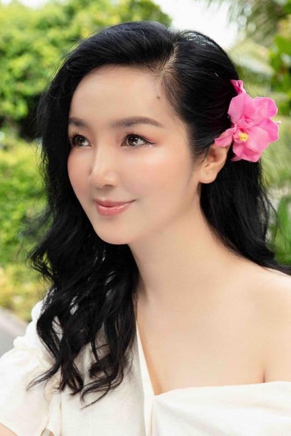 Body nuột nà của Hoa hậu Đền Hùng Giáng My khi diện bikini ở tuổi 49-9