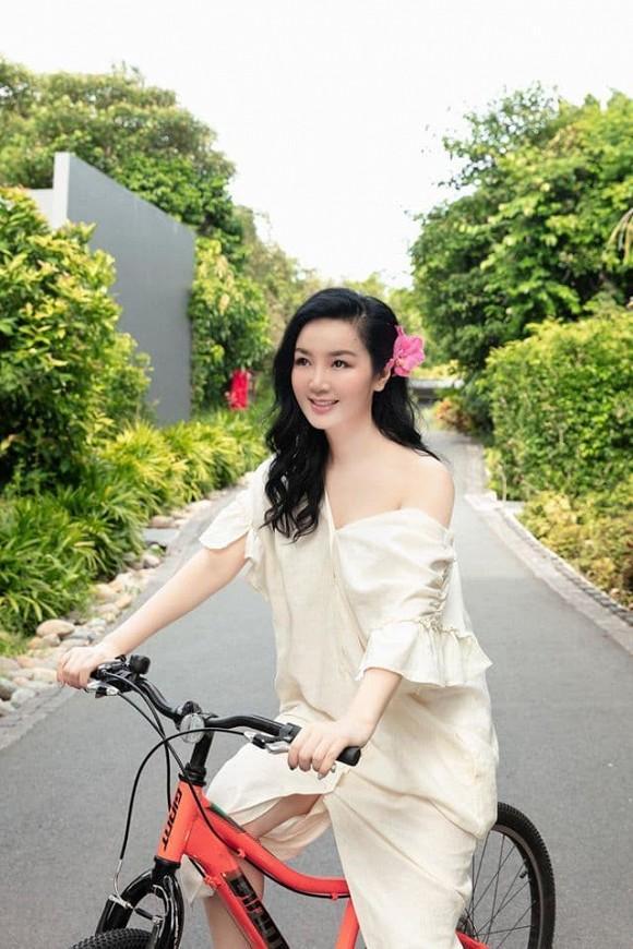 Body nuột nà của Hoa hậu Đền Hùng Giáng My khi diện bikini ở tuổi 49-10