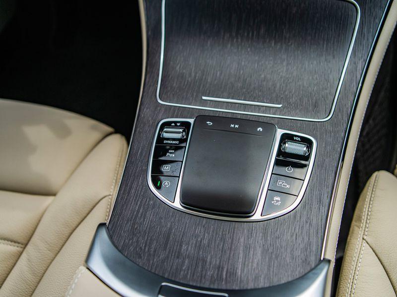 Ngắm lại Mercedes giá 2,4 tỷ đồng Quang Hải dùng để nhún nhảy Hồ Tây với dàn gái xinh-3