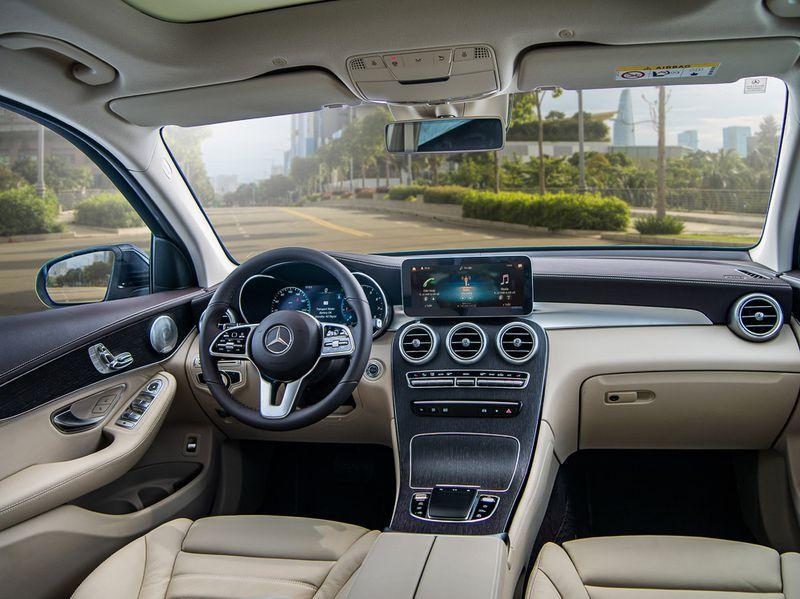 Ngắm lại Mercedes giá 2,4 tỷ đồng Quang Hải dùng để nhún nhảy Hồ Tây với dàn gái xinh-4