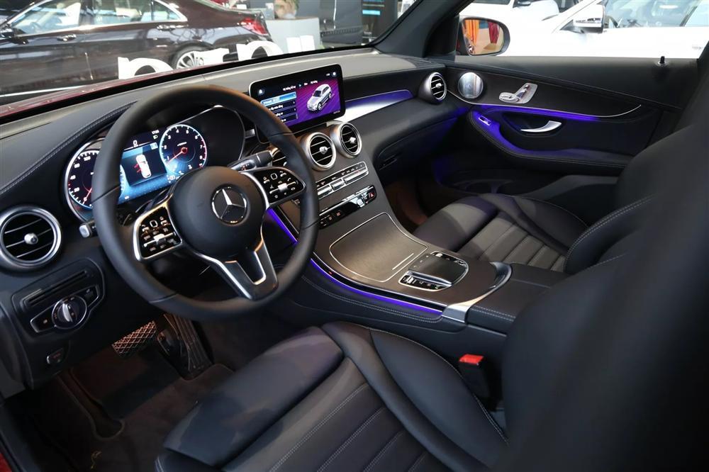 Ngắm lại Mercedes giá 2,4 tỷ đồng Quang Hải dùng để nhún nhảy Hồ Tây với dàn gái xinh-5