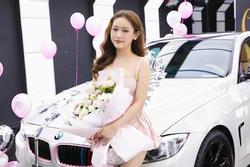 Thúy Vi đu trend 'Chở 1 vòng trên con Mẹc, ai chả yêu': 'Em có BMW, em tự chạy'