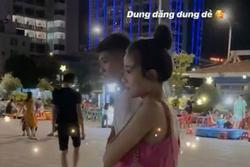Trời nóng hơn 40 độ nhưng Nhật Linh vẫn cố ra sân cổ vũ chồng, Văn Đức lo lắng vợ bầu bị 'đói'