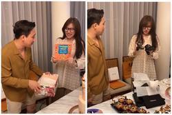 Hari Won đập hộp quà sinh nhật siêu lầy: 'Hàng hiệu' giá vài chục nghìn đến vài chục triệu
