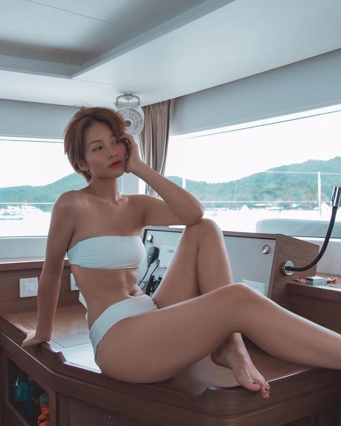Từ khi cắt tóc ngắn, Khả Ngân liên tiếp khoe ảnh sexy đến lạ với bikini và nội y-2