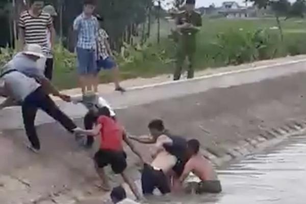 Nhóm học sinh lớp 8 đi tắm sông ngày Tết Đoan ngọ, 1 em tử vong thương tâm-1