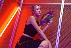 Kylie Jenner, Jennie, Quỳnh Anh Shyn lăng xê tóc mái 'râu rồng', netizen Việt hoài niệm tóc mái huyền thoại Đan Trường