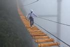 Thót tim cây cầu treo lơ lửng giữa trời mây, chân run muốn gục ngã ai dám đi