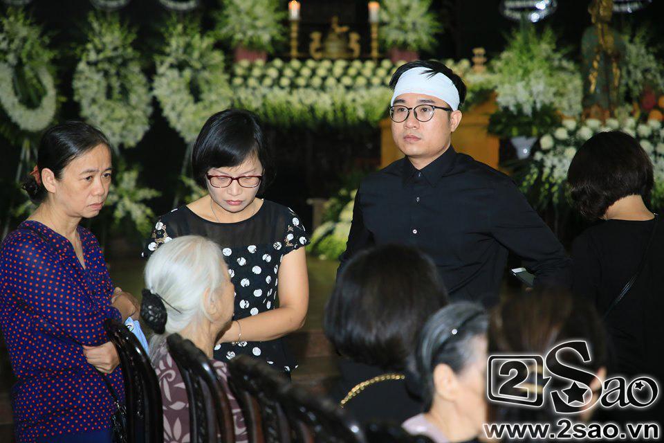 Người thân khóc ngất trong thời khắc tiễn biệt MC Diệu Linh về đất mẹ-2