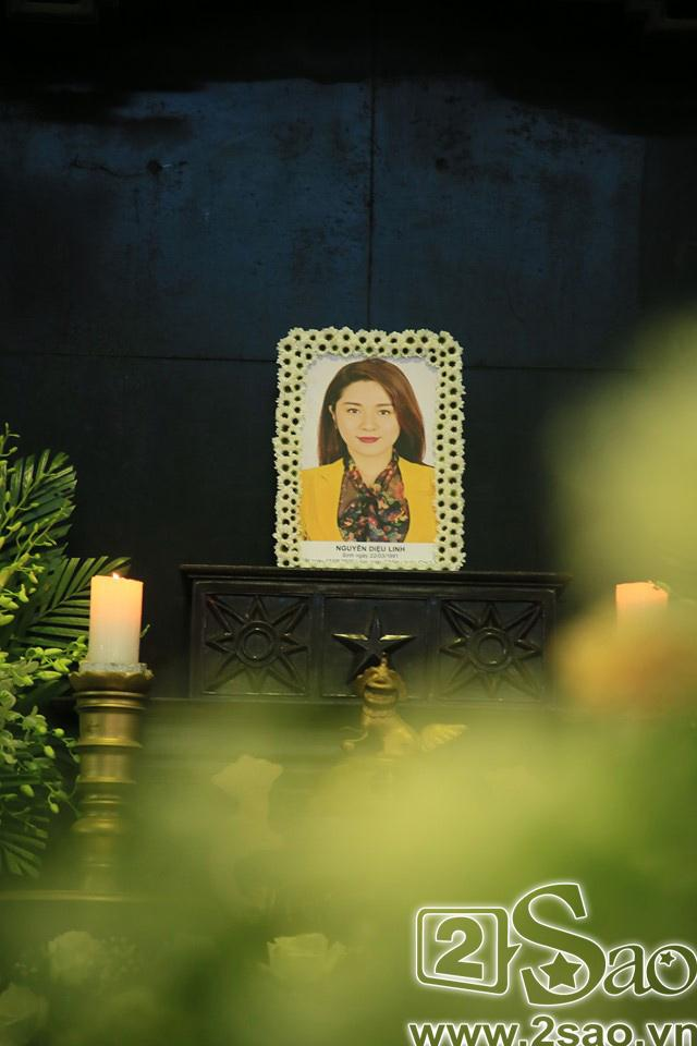 Người thân khóc ngất trong thời khắc tiễn biệt MC Diệu Linh về đất mẹ-4