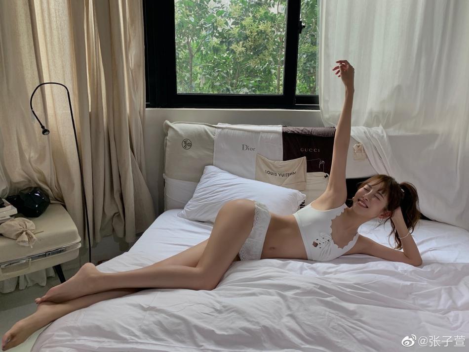 Hồ ly tinh Trương Tử Huyên khoe dáng đẹp khó tin sau 3 tháng sinh con-3