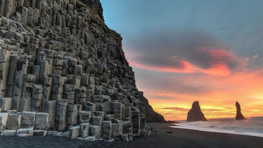 5 bãi biển cát đen huyền bí trên thế giới-2