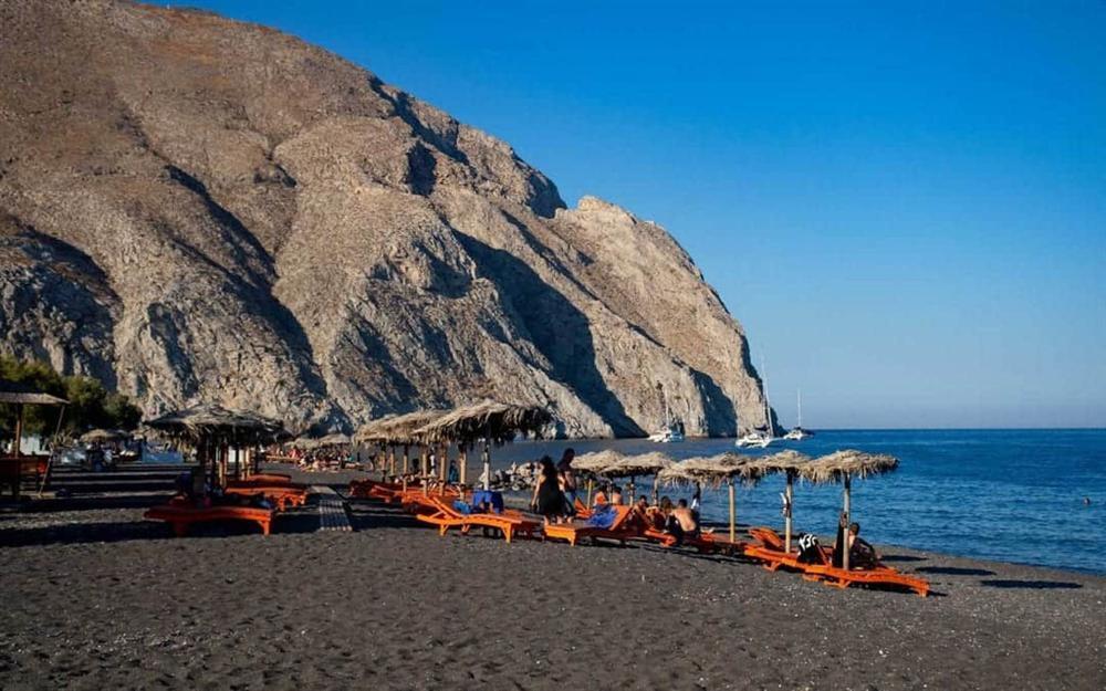 5 bãi biển cát đen huyền bí trên thế giới-3