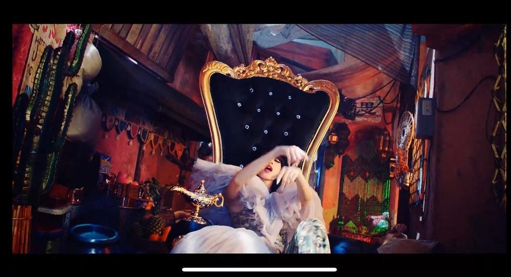 BLACKPINK đưa tượng thần linh thiêng vào MV mới, YG sửa sai ngay trong đêm-1