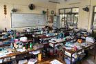 Học sinh bày bừa sách vở khắp lớp nhìn lộn xộn, biết nguyên do phía sau ai cũng đồng cảm
