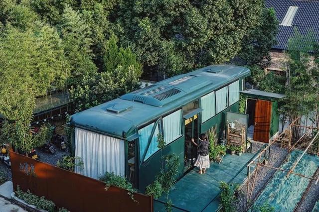 Ngôi nhà nghệ thuật làm lại từ chiếc xe bus bị bỏ hoang-3