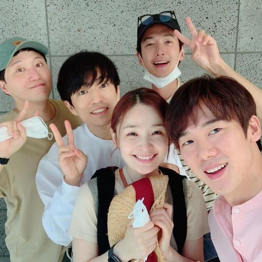 Sao Hàn 30/6: Sunmi đau đầu vì tin đồn nâng ngực