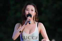 'Nữ thần sexy' Sunmi đau đầu vì tin đồn nâng ngực