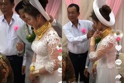 Cô dâu Sóc Trăng đeo vàng kín 2 tay, cổ trĩu nặng nhìn là thấy khó thở