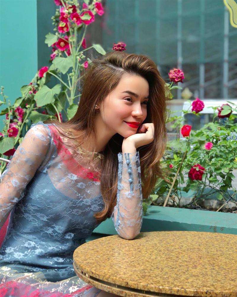 Mặc cho bụng bầu lộ bắt đầu lộ rõ, Hà Hồ vẫn diện vừa in bộ đầm xuyên thấu gợi cảm từ năm ngoái-5