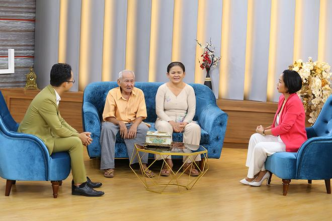 Cụ ông 96 tuổi trải qua 3 cuộc hôn nhân đổ vỡ vẫn cưới thêm bà tư kém 3 giáp, 76 tuổi đưa vợ đi đẻ-1