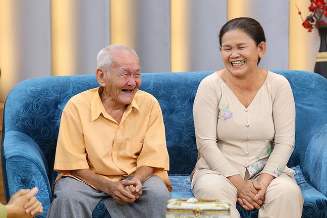 Cụ ông 96 tuổi trải qua 3 cuộc hôn nhân đổ vỡ vẫn cưới thêm bà tư kém 3 giáp, 76 tuổi đưa vợ đi đẻ-2