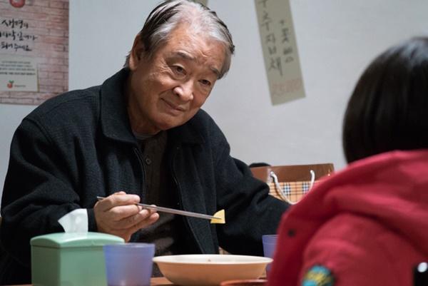 Ông nội quốc dân Lee Soon Jae: Từ tin đồn mê tín dị đoan truyền bá tà giáo cho tới việc bị tố ngược đãi người làm-3