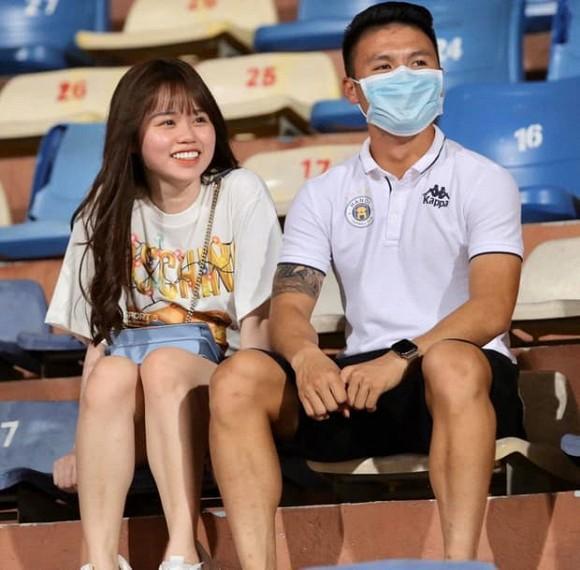Quang Hải - Huỳnh Anh hạnh phúc sau scandal hack Facebook, Nhật Lê đăng status cực căng-1