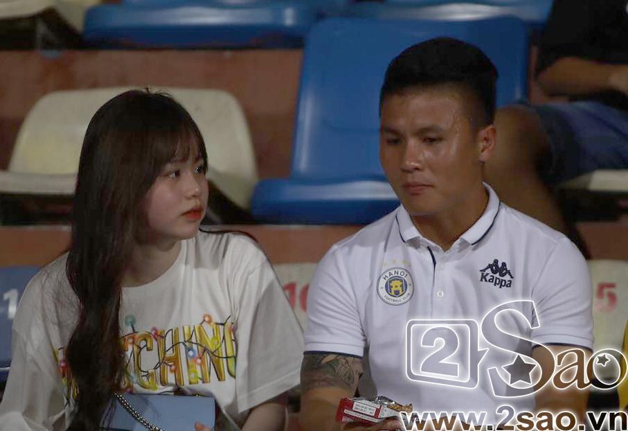 Sau scandal đâm Mẹc vào ngõ cụt, Quang Hải ra sân có vệ sĩ bảo vệ như sao hạng A-2