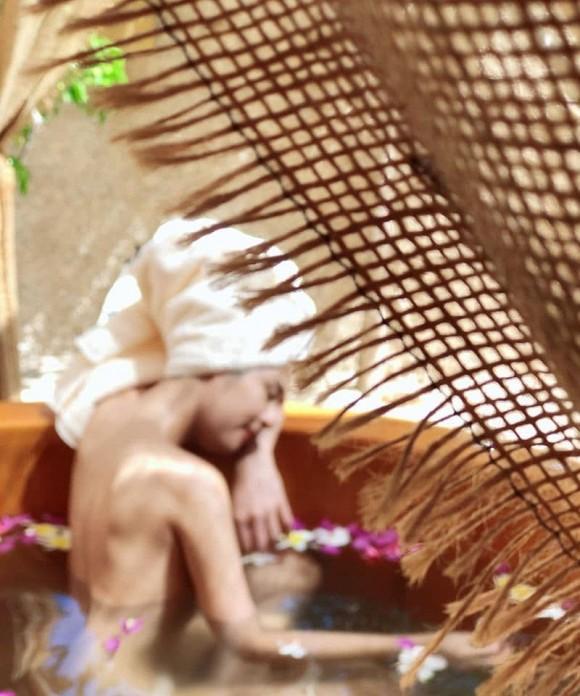Hoa hậu Ngọc Hân được khen nức nở khi hiếm hoi đăng ảnh bán nude-3