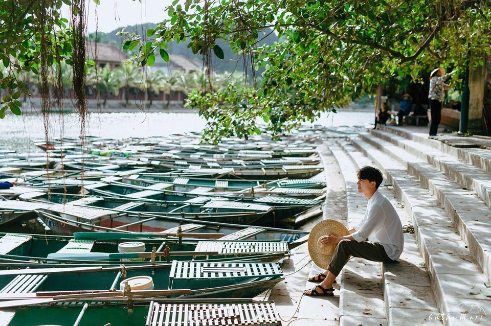Đâu chỉ con gái chụp sen mới đẹp, chàng trai chơi lớn tung bộ ảnh như chàng thơ ở Ninh Bình-8