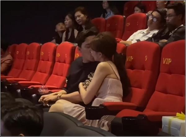 Trấn Thành - Hari Won gây tranh cãi khi liên tục hôn nhau chốn đông người-2