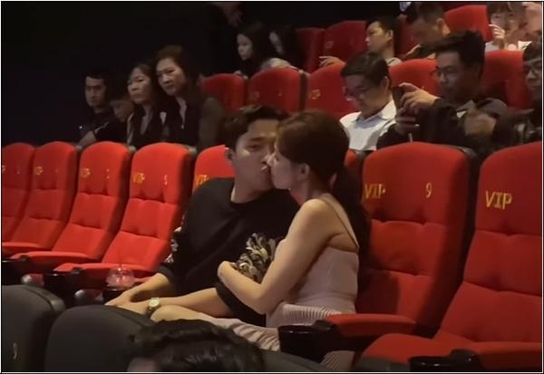 Trấn Thành - Hari Won gây tranh cãi khi liên tục hôn nhau chốn đông người-4