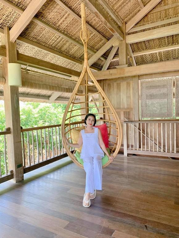 Đi du lịch cùng chồng, Ốc Thanh Vân tranh thủ khoe dáng nóng bỏng với những thế yoga cực đỉnh-2