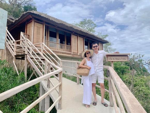 Đi du lịch cùng chồng, Ốc Thanh Vân tranh thủ khoe dáng nóng bỏng với những thế yoga cực đỉnh-3