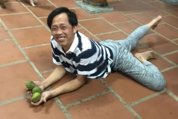 Danh hài Hoài Linh bị gà đá đến chảy máu chân, sa sẩm mặt mũi-3