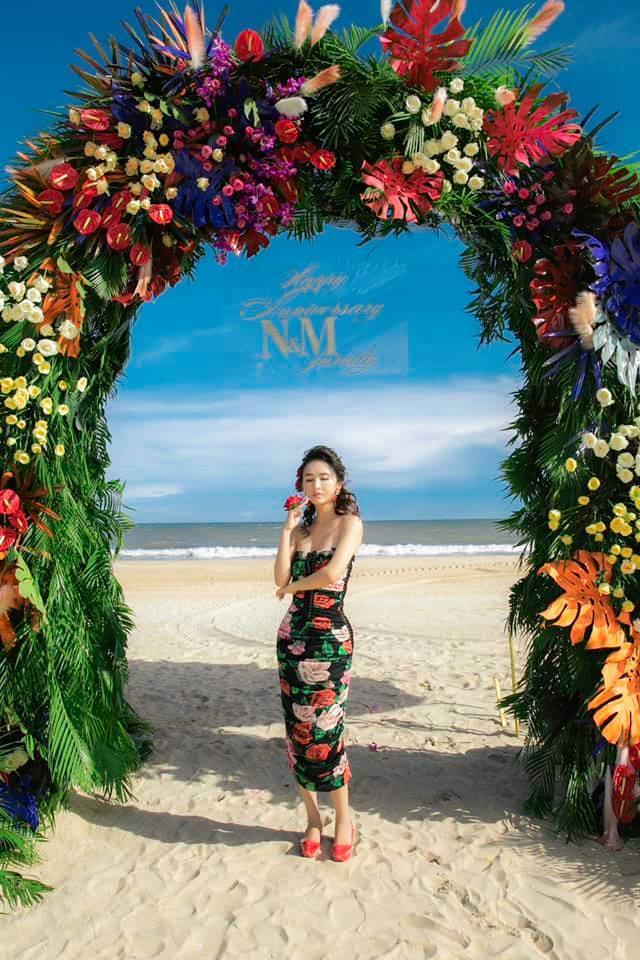 Minh Nhựa tổ chức tiệc kỷ niệm 8 năm cầu hôn Mina Phạm, quà tặng vợ nhìn là xỉu-1