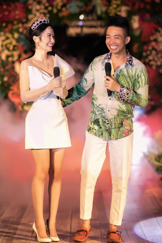 Minh Nhựa tổ chức tiệc kỷ niệm 8 năm cầu hôn Mina Phạm, quà tặng vợ nhìn là xỉu-2