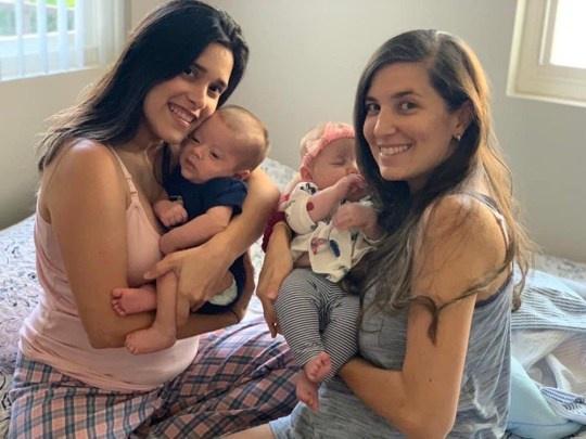 Cặp đồng tính nữ cùng mang thai, sinh con cách nhau 3 ngày-2