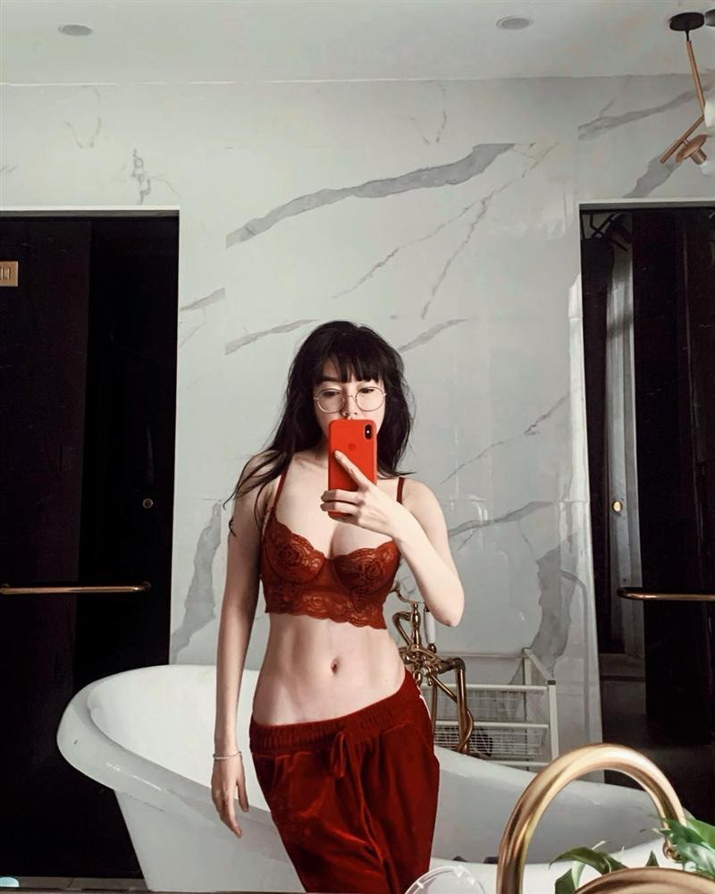 Elly Trần bị fan gắn biển cấm cởi chỉ vì liên tiếp khoe ảnh nude-6