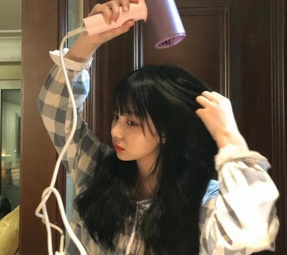 5 thói quen xấu khiến ngôi tóc to và đường chân tóc mọc về phía sau như hói, thậm chí rụng tóc liên tục-4