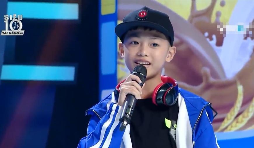 Trấn Thành thể hiện khả năng rap, Hari Won đứng hình vì không hiểu chồng hát gì-1