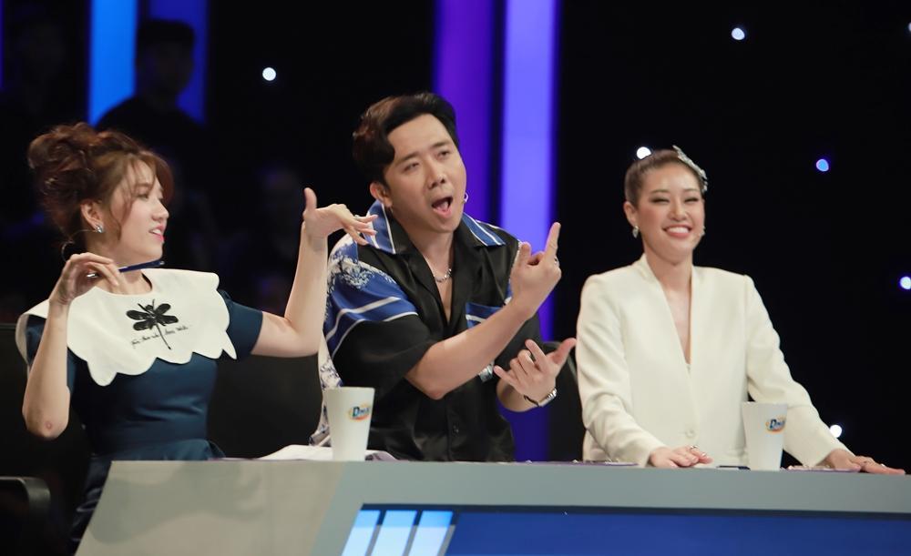 Trấn Thành thể hiện khả năng rap, Hari Won đứng hình vì không hiểu chồng hát gì-3