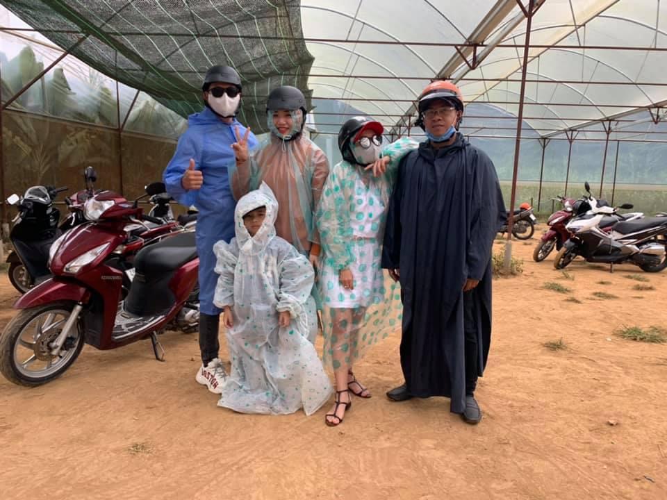 Trend áo mưa của giới trẻ khi ham hố đi du lịch Đà Lạt đúng mùa mưa bão-4