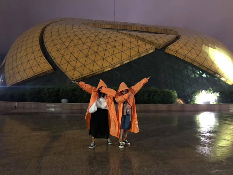 Trend áo mưa của giới trẻ khi ham hố đi du lịch Đà Lạt đúng mùa mưa bão-7