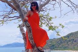 Hồn nhiên như cô Tiên: Mặc váy dài leo cây cao mà không sợ ngã