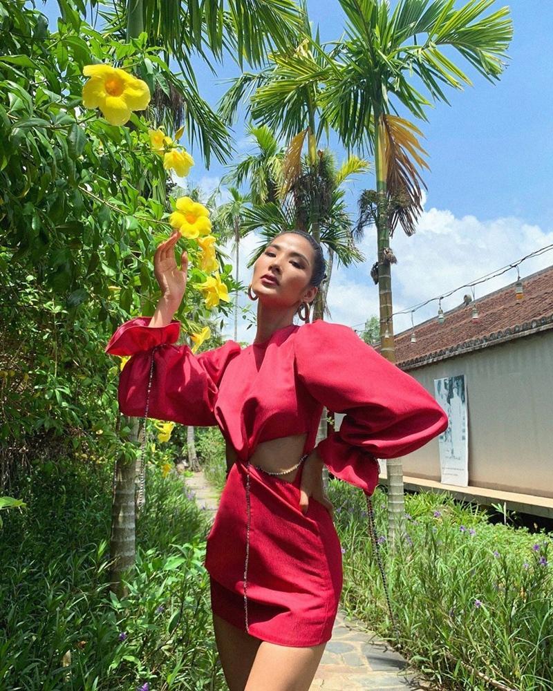 Công thức white-on-white được Thanh Hằng - Mai Phương Thúy lăng xê cực đẹp trong tuần qua-3