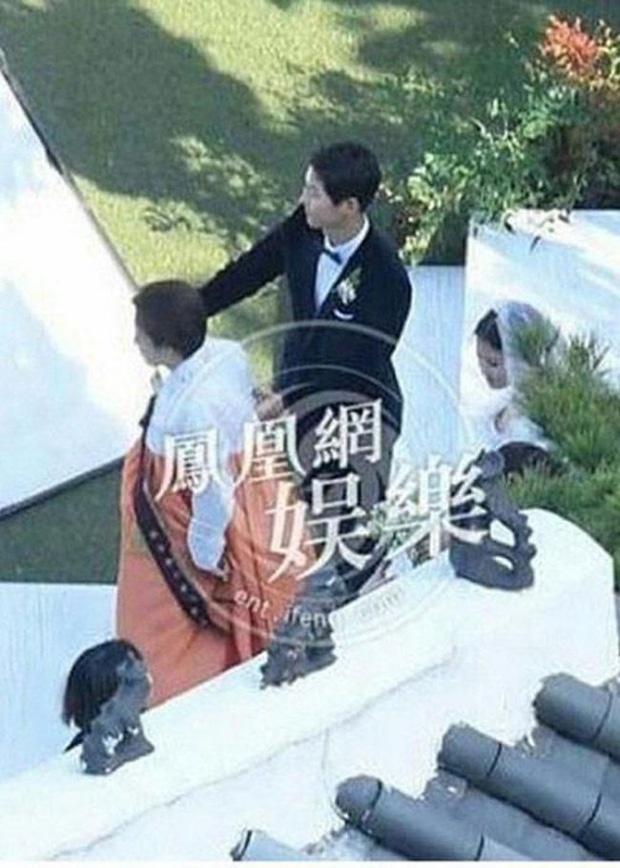 Vì sao Song Hye Kyo không bao giờ xuất hiện cùng mẹ?-3