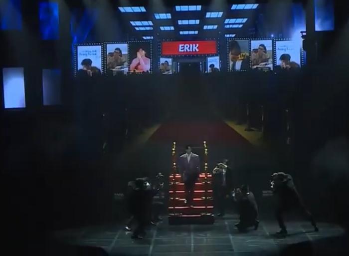 Phần trình diễn của Erik bất ngờ bị tố sao chép Jennie (BLACKPINK): Cả concept và nhạc intro đều giống nhau đến ngỡ ngàng-4