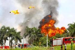 Có hiện tượng rò rỉ hóa chất trong vụ cháy kho xưởng sơn ở Long Biên